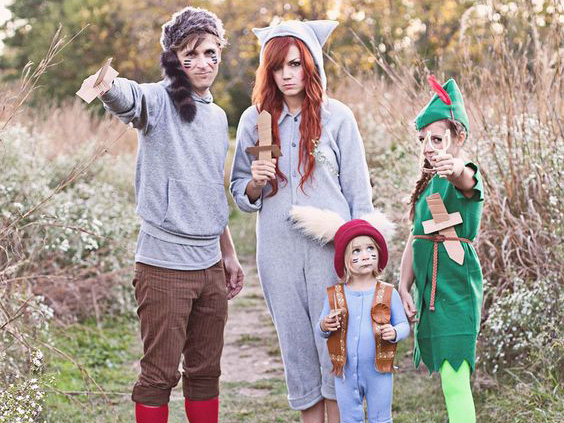 incredible-family-halloween-costumes-1-peter-pan-lost-boys