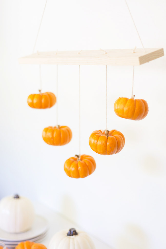 wooden-mini-pumpkin-chandelier