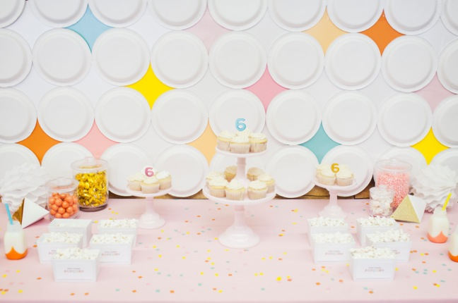 how to make a retro diamond paper plate party backdrop