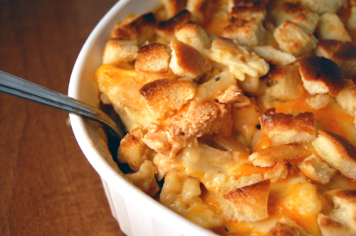 mac and cheese topped with croutons