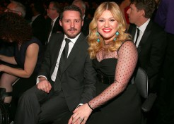 Kelly Clarkson Welcomes Baby Boy