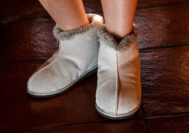 sheepskin-slippers-444181_640
