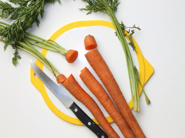 carrots with stems cut