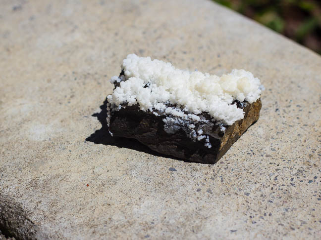 crystals_grown_on_dolomite