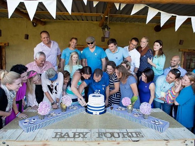 gender-reveal-party-blue-pink-baby-shower-cake
