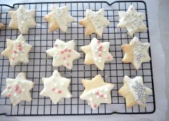 White-Choc Dipped Shortbread Stars Recipe (Perfect for Giving this Christmas)