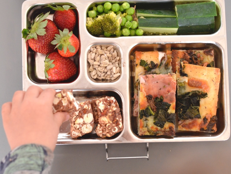 Litter-free healthy lunch Box packing