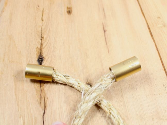 rope gold ends wood