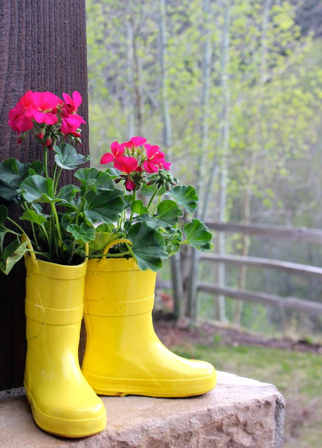 diy-yellow-rain-boot-planter