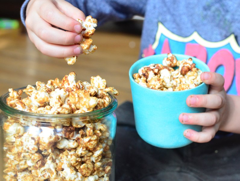healthy-flavoured-caramel-popcorn-recipe-2