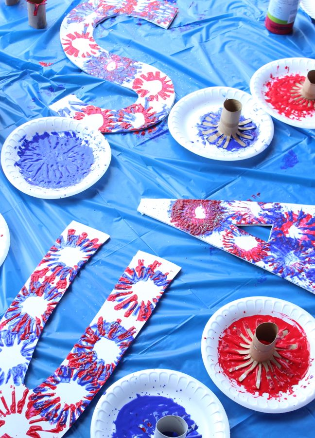 usa-red-white-blue-fireworks-toilet-paper-rolls