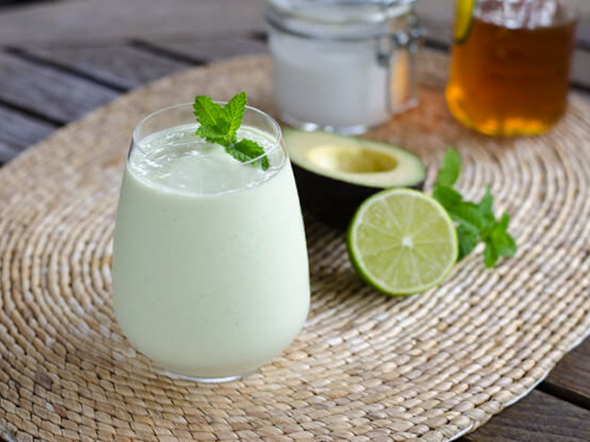 key lime pie smoothie in stemless wine glass