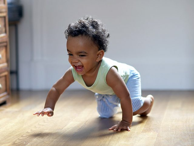 when do babies crawl