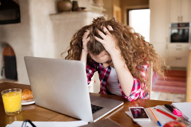 This Is What Parents Can Do About Cyberbullying
