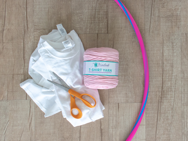 How to Weave a Rug with a Hula Hoop and Old T-Shirts
