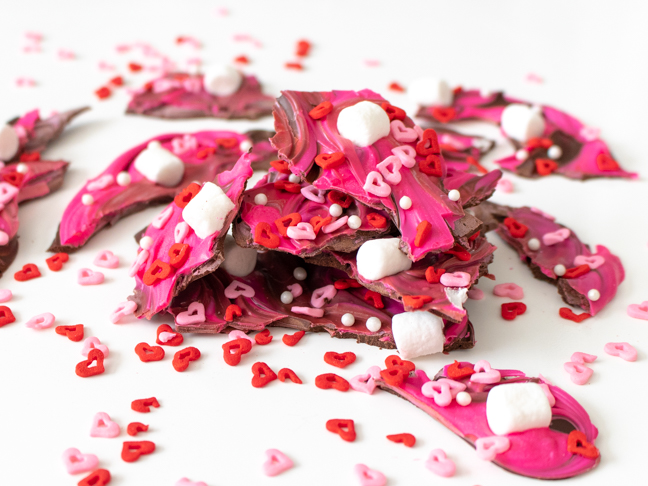 Make this Easy Swirled Valentine's Day no-bake chocolate bark