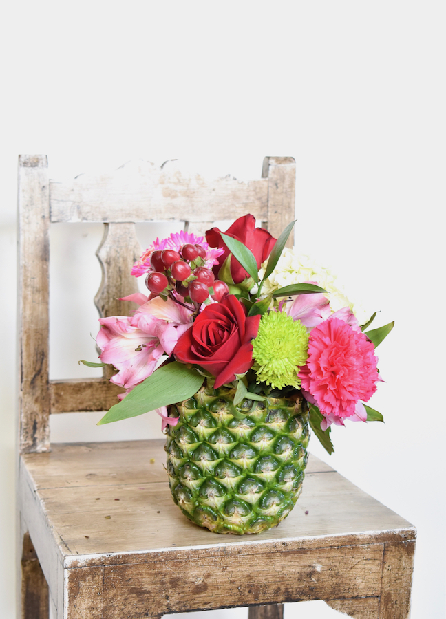 Make This Extra Sweet DIY Pineapple Vase In Less Than 10 Minutes