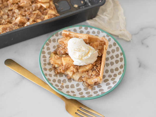 Easy Apple Crumble Slab Pie To Feed a Crowd