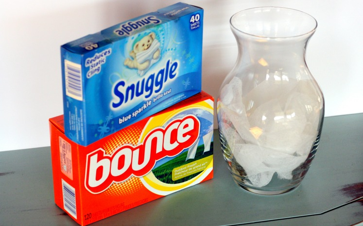Use Dryer Sheets on Soap Scum