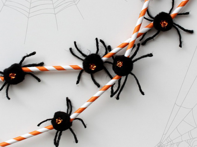 Spider Straw Garland