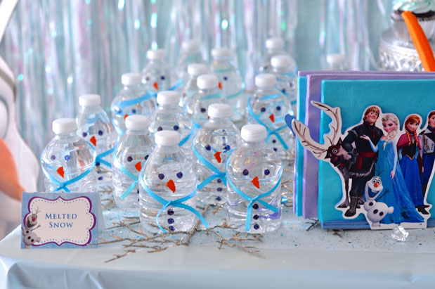 how to throw a frozen in summer birthday party   momtastic